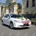 Автомобиль бизнес-класса Тойота Камри